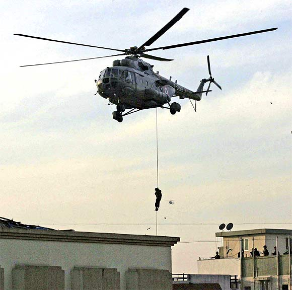 A NSG commando rappels from a helicopter near Nariman House during the 26/11 rescue operation