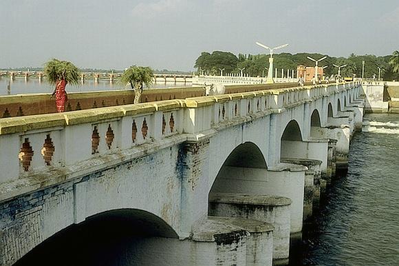 The Kallanai dam