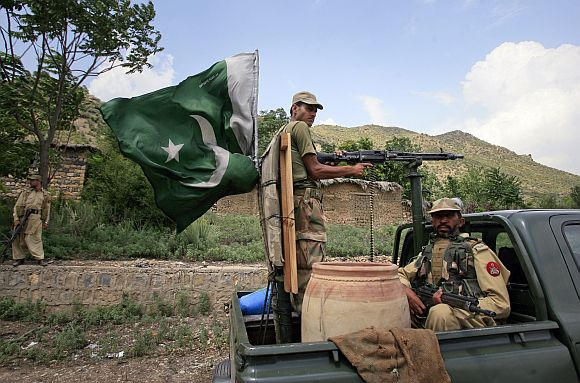 Pakistan troops given 'full liberty' to counter NATO