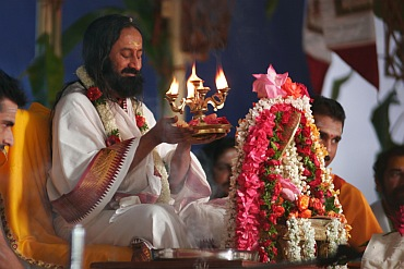 AoL founder Sri Sri Ravi Shankar performing the Rudra Puja