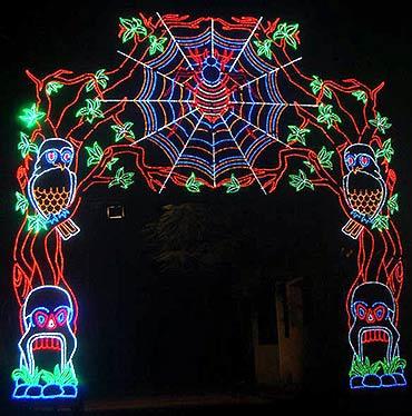 Hazare and Hanuman add zing to Durga Puja