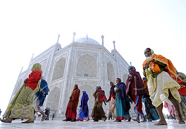 Taj Mahal may COLLAPSE in five years!
