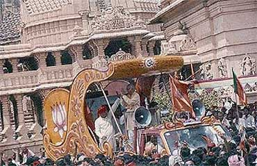 L K Advani during his 'rath yatra' in 1992