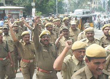 Hundreds of state forest range officers took out a rally in Hyderabad in support of the Telangana cause on Tuesday