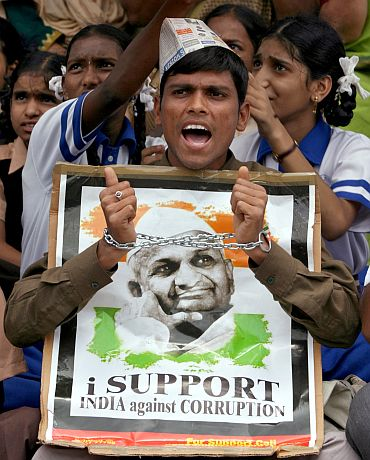 Supporters of Anna Hazare protest for a stronger Lokpal Bill in Hyderabad