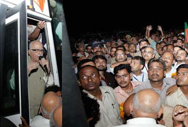 At LK Advani's Jan Chetna Yatra