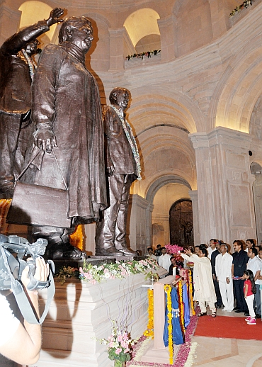 Mayawati, elephant statues get veiled for UP polls. Your Say!