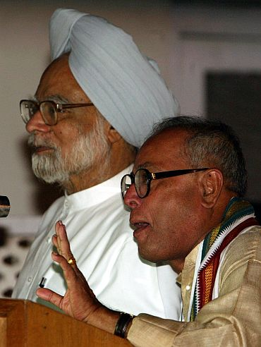 PM Manmohan Singh with Finance Minister Pranab Mukherjee