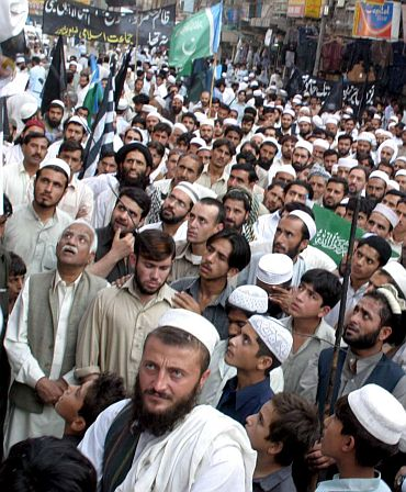 Islamic fundamentalists listening to a sermon at Lahore