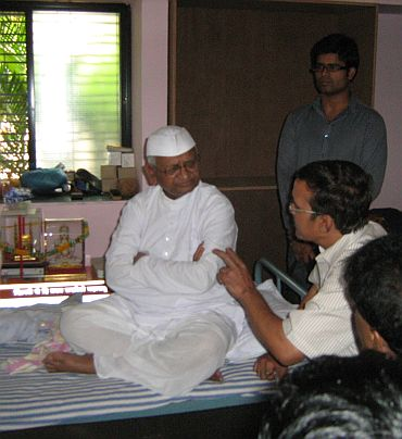 The Manipuri delegation with Anna Hazare