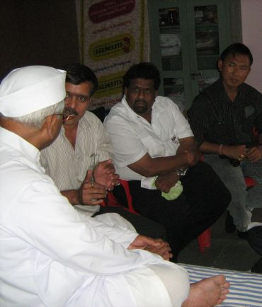 Hazare gives Manipuri team a patient hearing