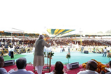 Advani speaks at a rally in Bhopal