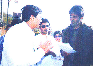 Sanjay Nahar with actor Amitabh Bachchan and MNS chief Raj Thackeray