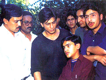 Shahrukh Khan with participants of 'Know India Tour'