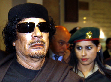 Gaddafi arrives for the Food and Agriculture Organisation Food Security Summit in Rome
