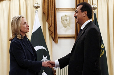 US Secretary of State Hillary Clinton with Pakistan's Prime Minister Yusuf Raza Gilani