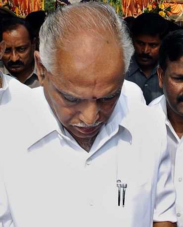 Yeddyurappa is fooling the system: Justice Hegde