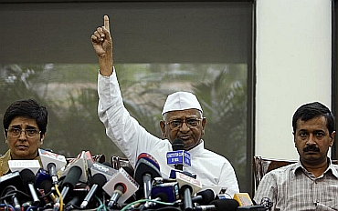 Team Anna members Kiran Bedi, Arvind Kejriwal with Hazare