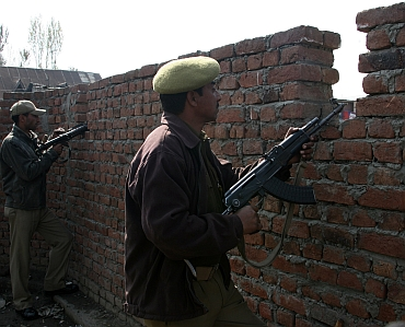Security beefed up in Srinagar after Tuesday's blasts