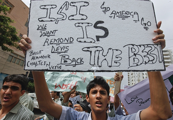 High school students hold placards as they take part in an anti-American demonstration in Karachi