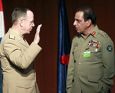 Pakistan's army chief General Ashfaq Kayani with US Admiral Mike Mullen in Seville, Spain.