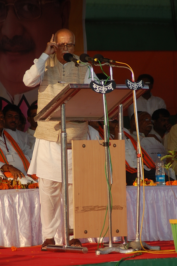Advani addresses crowds during his yatra