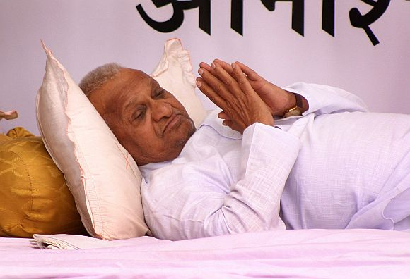 Anna Hazare set to break his silence, embark on tour