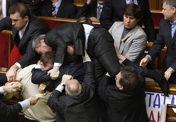 MUST SEE: Politicians fight each other in Parliament!