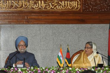 Prime Minister, Dr Manmohan Singh with Prime Minister of Bangladesh, Sheikh Hasina in Dhaka, Bangladesh