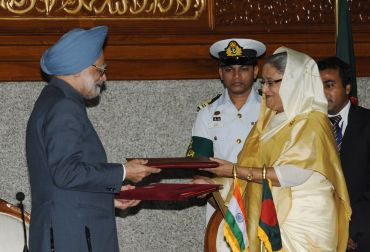 Prime Minister, Dr Manmohan Singh, and the Prime Minister of Bangladesh, Sheikh Hasina, exchange signed documents on cooperation for development between the two countries, in Dhaka