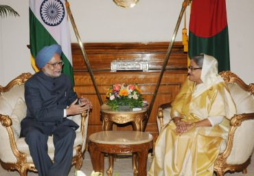 Prime Minister Dr Manmohan Singh meets Prime Minister of Bangladesh, Sheikh Hasina, in Dhaka.
