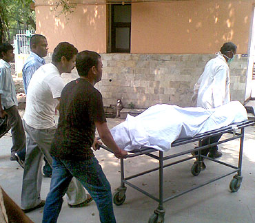 Body of Pramod Chaurasiya being brought to the mortuary