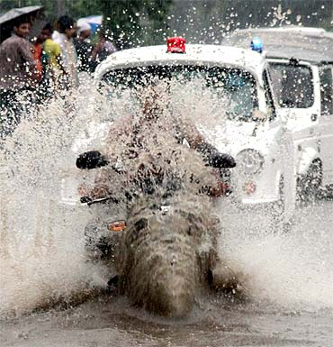 After blast & quake, heavy rains hit Delhi