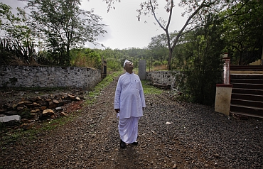 Hazare inspects a school building under-construction in the Ralegan Siddhi