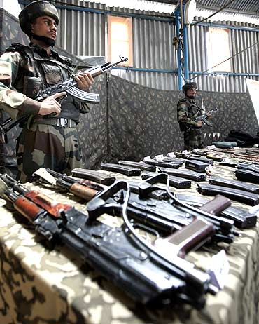 Indian soldiers with weapons seized from LeT terrorists in Kashmir