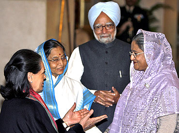 President Pratibha Patil with Dr Singh, Sonia Gandhi and Sheikh Hasina