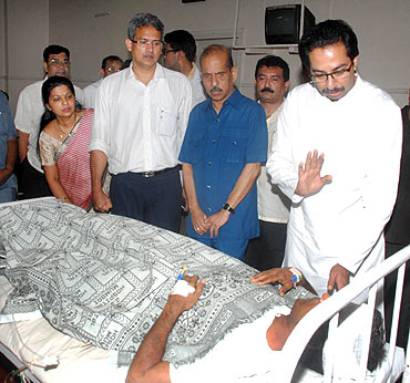Shiv Sena leader Uddhav Thackeray visits blast victims at the JJ Hospital