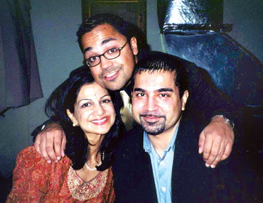 Dr Sneha Ann Philip with her brothers