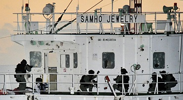 South Korean naval Special Forces take up positions during an operation to rescue crew members on the Samho Jewelry vessel in the Arabian Sea