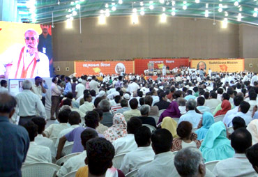 At Narendra Modi's fast venue