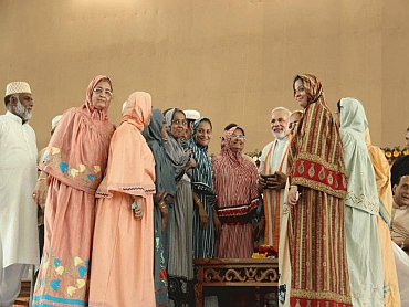 Women from the Bohra community meet Modi