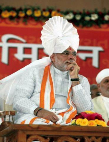 Manmohan Singh got spoiled in Congress company: Modi - Rediff.com News