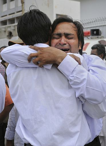 Relatives mourn their loved ones, who were killed in a suicide bomb blast, after their bodies were brought to a hospital morgue in Karachi