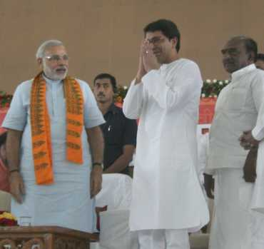 Maharashtra Navnirman Sena chief Raj Thackeray with Narendra Modi at the fast venue