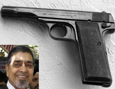 .32 Browning pistol. (Inset) Jagdish Tytler