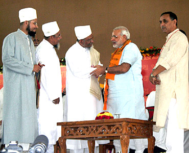 Gujarat CM Narendra Modi with Muslim leaders at the venue of his Sadbhavana fast