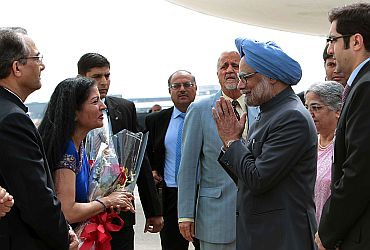 PM Singh and wife Gursharan Kaur greeted by Indian officials at New York