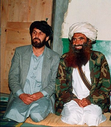 Jalaluddin Haqqani (right)