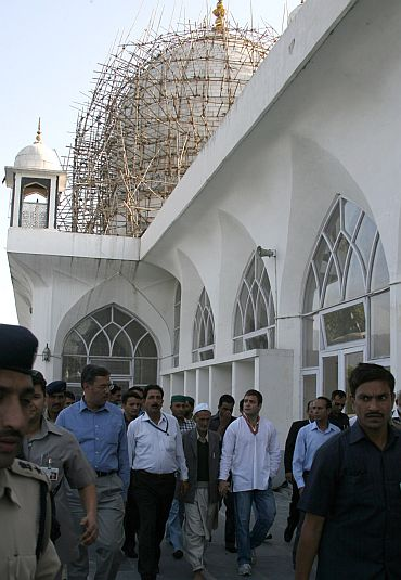 Rahul Gandhi visiting Hazratbal shrine in Srinagar on Monday