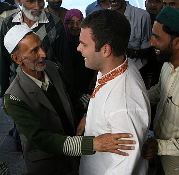 Rahul Gandhi interacting with locals at the Hazratbal shrine in Srinagar